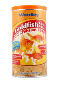 A flake food for goldfish, without artificial colors, Hartz SKU 4332401526